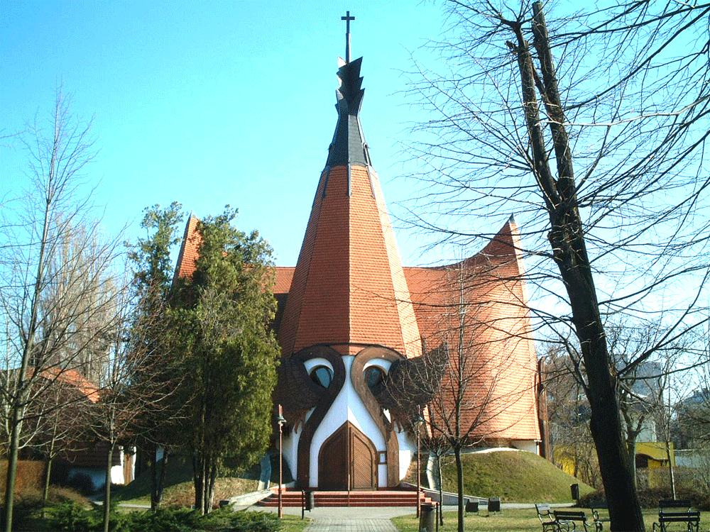 ハンガリーの建築家、イムレマコヴェッツの木造建築教会を訪ねてきたので紹介します