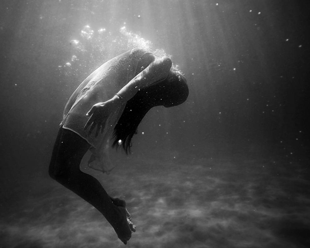 歌うクジラ 村上龍 | クリーンルームのようなSF作品に飽きた人へ