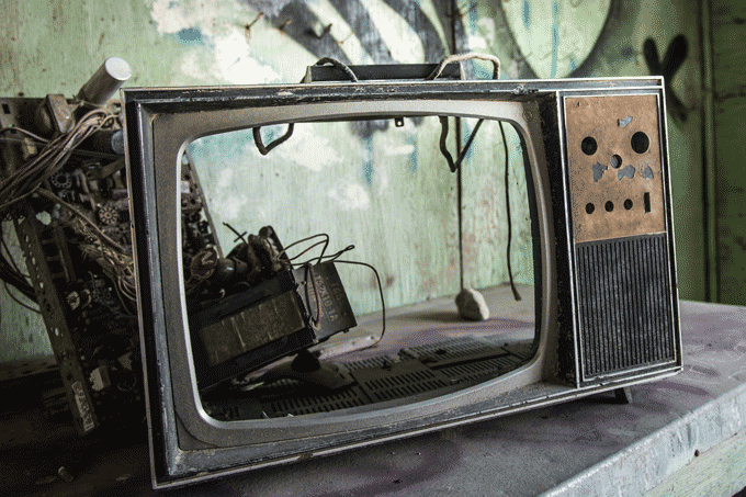 NHKの受信料。。。。もうテレビもワンセグも捨てればいいのに。テレビが無くなる日